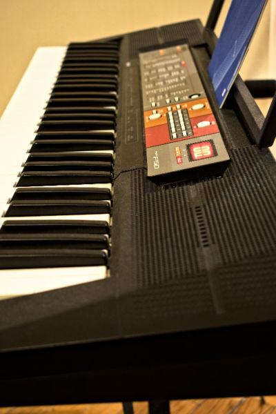 Keyboard + stand - Great condition