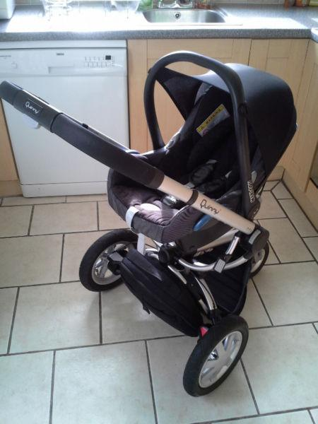 3 in 1 Quinny Buzz Travel System in Black/grey.Great condition. Lots extras
