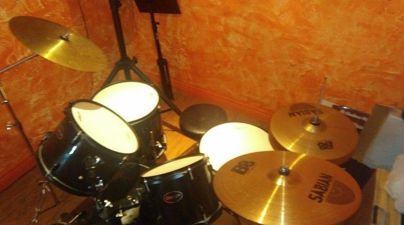 Drum kit for sale with additional sabian symbols