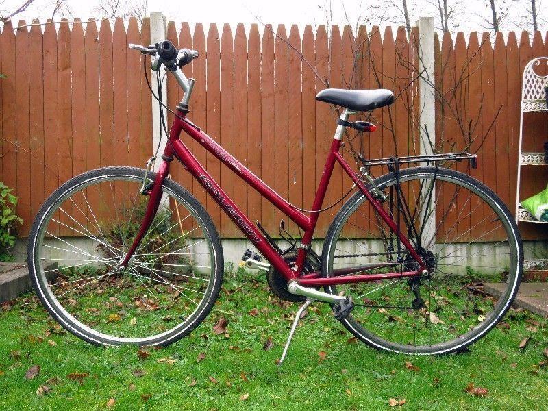 Ladies Bike Raleigh Pioneer 1   18 Speed   w/ Accessories   Very Good State