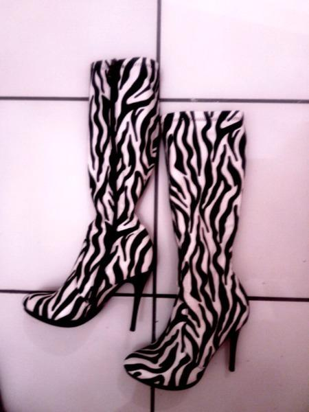 New fashion boots for women size 3
