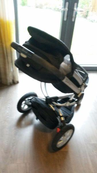 Quinny Buzz stroller and carrycot, shopping basket, rain covers, fly cover & accessories included
