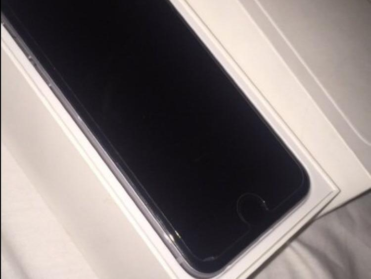 IPhone 6 (Unlocked) (4 months old) (16gb)