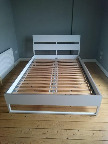 Double bed mattress with Metal frame and slats