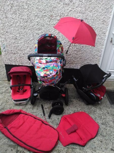 4 in 1 Quinny Buzz Travel System in Red with isofix base and Maxi Cosi car seat.Mint.Like New