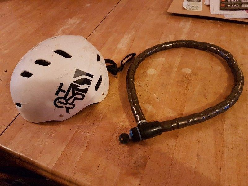 Ladies bicycle with helmet and lock! Good condition barely used