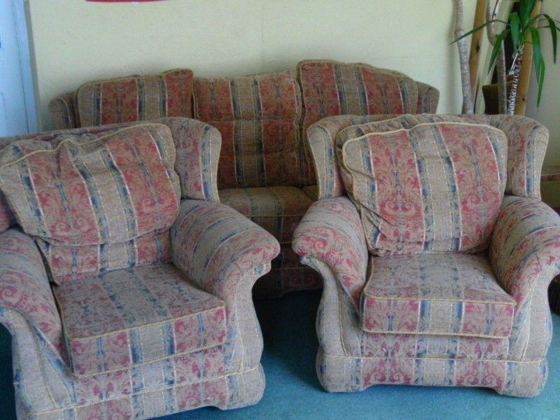 For Free 3 seater rolled arm sofa and 2 matching chairs must be able to collect