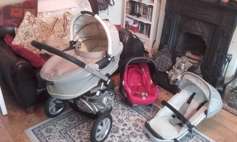 Quinny buzz travel system plus toddler car seat & booster seat / bouncy seat/baby bath for sale !