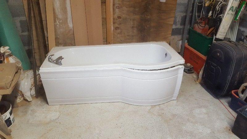 Bathtub for sale (Shower Bath With Taps, Screen & Panels - 1700mm, Right Handed)