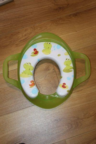 Toilet seat, green, frogs