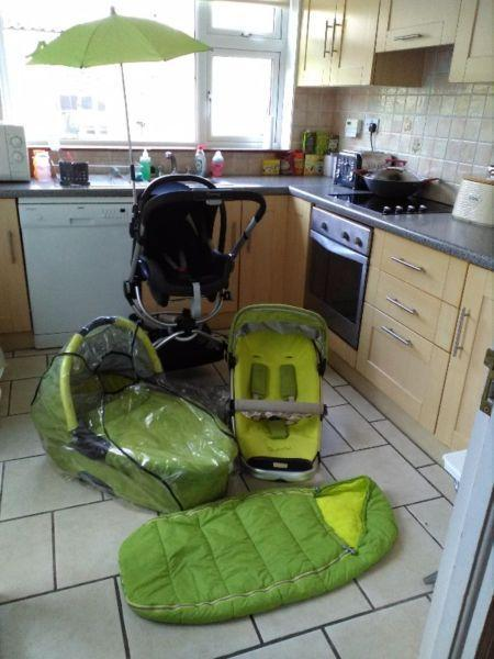 3 in 1 Quinny Buzz Travel System in Lime with Maxi Cosi car seat.Mint.Like New