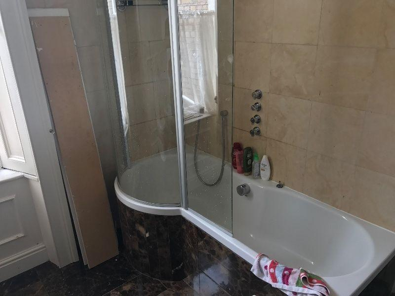Curved shower bath / metal