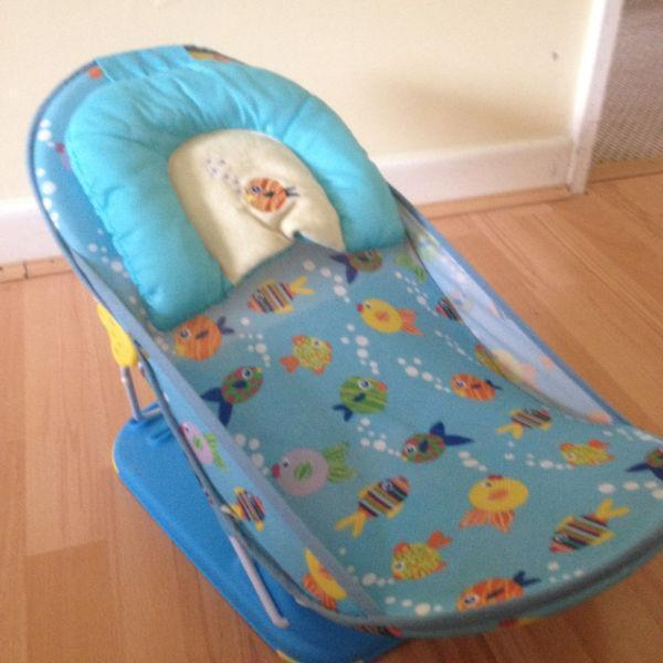 On SALE: baby bather/chair of Summer Infant Deluxe- for a safe and relaxing baby bath