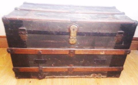 Beautiful Old Vintage Trunk