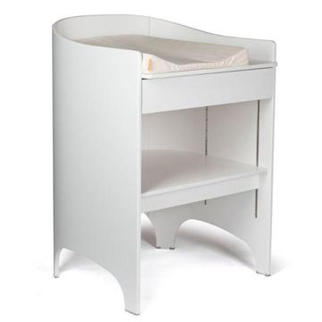 WHITE BABY CHANGING TABLE - LEANDER