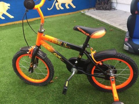 Childs bike - With removable training wheels