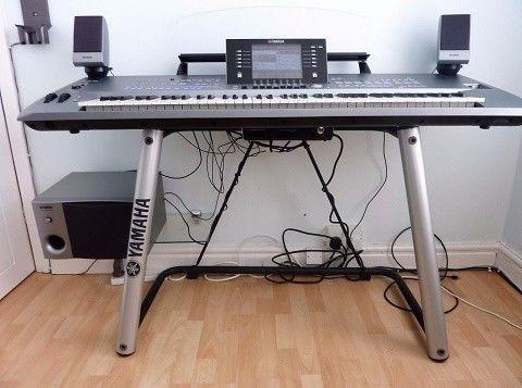 Yamaha Tyros 5 76-Key Arranger Workstation