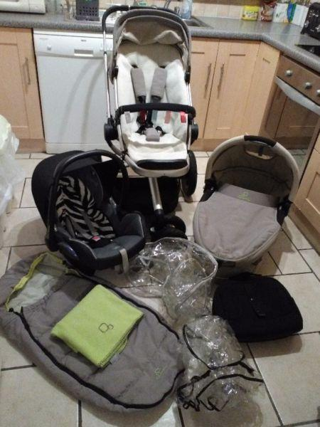 3 in 1 Quinny Buzz Travel System in Mavis-beige/lime with Maxi Cosi car seat.Mint.Like New