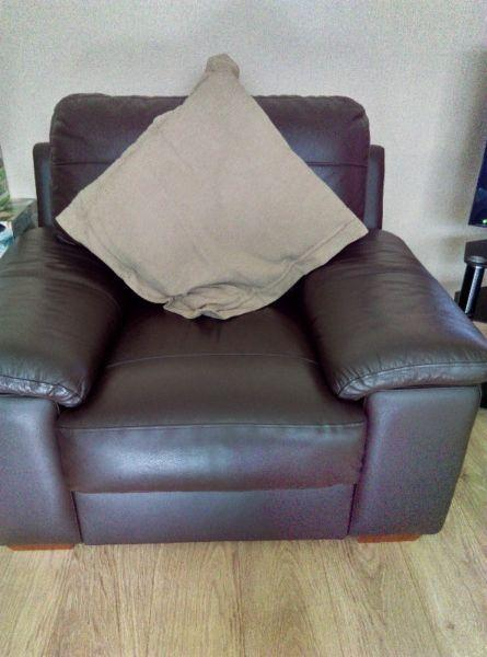 3,2&1 Dark brown furniture Suite. Cushions included