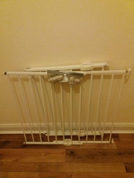 2 Lindam extending white safety stair gates